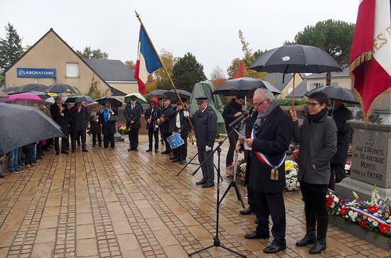 Cérémonie à Beaucouzé avec le maire Didier Roisné.