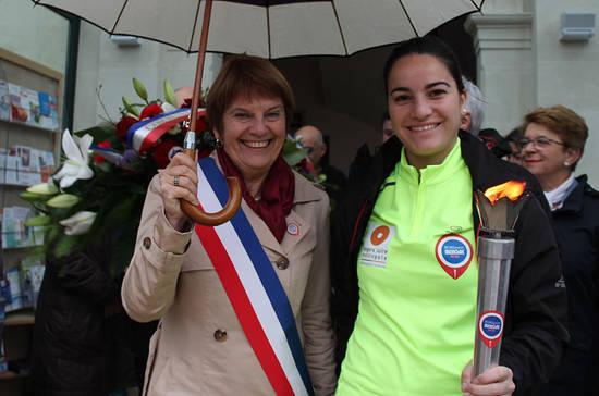 La flamme à Loire-Authion, avec Huguette Macé, maire de la commune déléguée de Brain-sur-l'Authion.