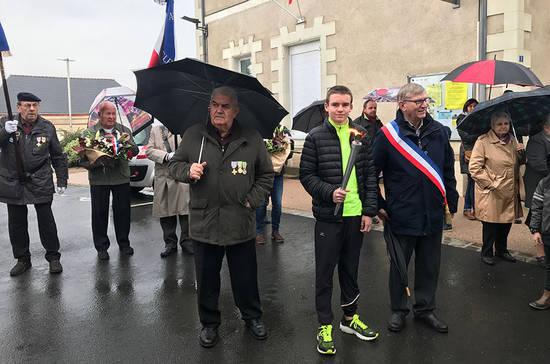 Commémoration avec la flamme du souvenir, à Saint-Clément-de-la-Place.