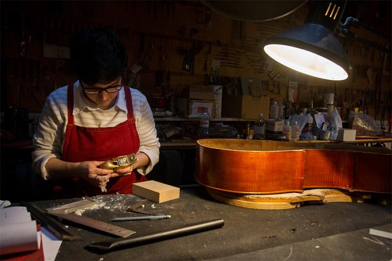Photo d'illustration d'une visite chez un artisan luthier.