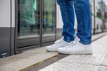 Bientôt commercialisée, la chaussure Parade Connect donne l'alerte en cas de chute.