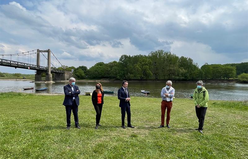 Photo sur le site du pont de Bouchemaine.