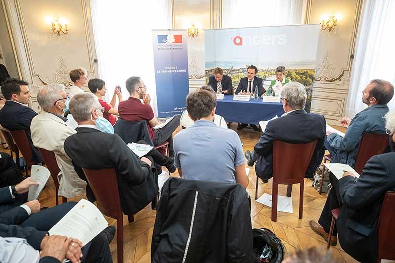 Photo du lancement du contrat de transition écologique d'Angers Loire Métropole