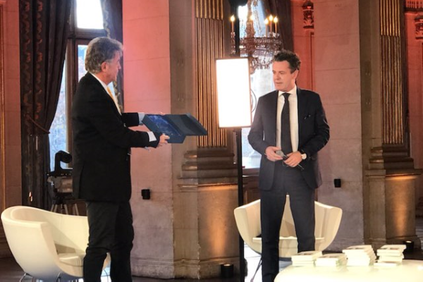"""Photo de la remise du prix """"économie circulaire"""" à Christophe Béchu"""