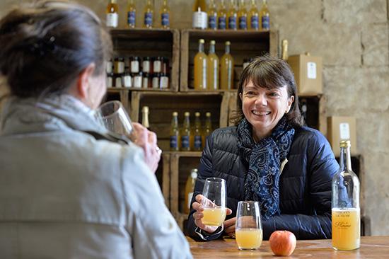 Lancés il y a cinq ans par Sophie Lacharlotte et son conjoint, les jus et pétillants des Vergers de la Silve d'Ecouflant séduisent l'Asie et ne cessent de voir leurs ventes progresser dans les épiceries fines.