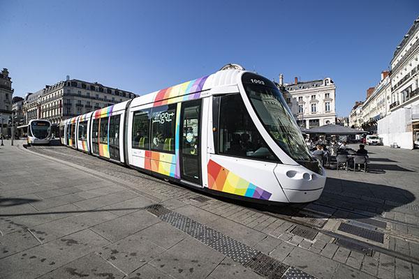 Bus et tramway: l'abonnement des 6-25 ans moins cher