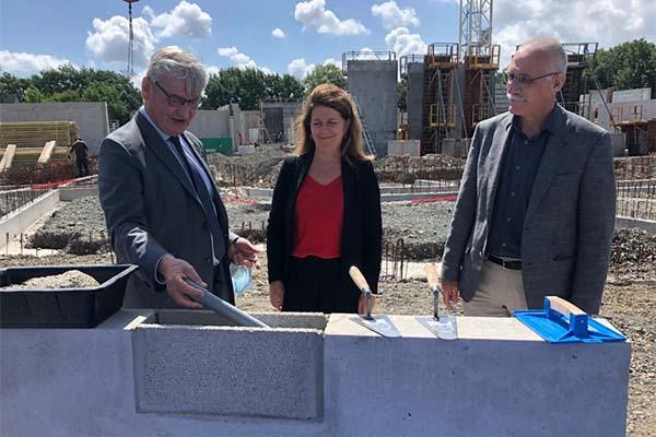 Première pierre de la nouvelle école Emilie-Oberkampf à Beaucouzé